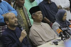 Amanah communications director Khalid Samad said it was not likely that Tan Sri Muhyiddin Yassin (centre) and Datuk Seri Mukhriz Mahathir (left) would want to join Amanah due to differences in political objectives. — Picture by Yusof Mat Isa