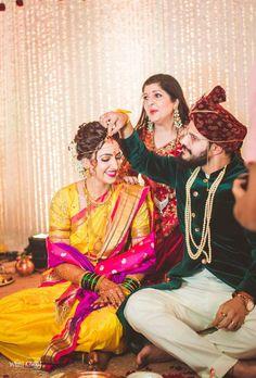 Marathi Bride, Marathi Wedding, Wedding Sarees, Indian Bridal Fashion, Indian Bridal Wear, Indian Wear, Indian Wedding Photography Poses, Bride Photography, Couple Wedding Dress