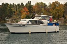 Chris Craft Boats, Yacht Broker, Boat Names, Fresh Water Tank, Engine Types, Motor Yacht, Boats For Sale, Electrical Equipment, Constellations