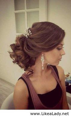 Wedding hairstyle - Large curls for shoulder length hair