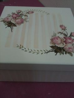 Mais by freda Tole Painting, Painting On Wood, Box Roses, Decoupage Box, Tea Box, Pretty Box, Altered Boxes, Pillow Box, Wedding Tattoos