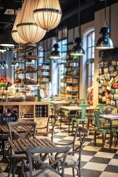 fot. Błażej Mroziński www.mrozinski.net.pl | www.le-targ.com | #letargbistro #interior #restaurant #cosy #beauty #beautiful #design #food #foodporn #yummy #starybrowar #poznan #lunch #dinner #perfect #place #decorations #lights #atmosphere #instafood #tables #chairs #eating #cuisine #stary #browar