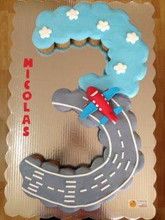 Airplane cupcakes cake