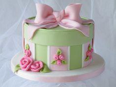 Hat Box Cake - Cake by Marlene - CakeHeaven