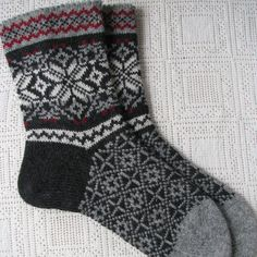 Wool socks for men warm and helpful gift for by WoolMagicShop – Knitting Socks Wool Socks, Knitting Socks, Knitting Needles, Free Knitting, Knitting Patterns, Knitting Ideas, Freundlich, Knitting For Beginners, Mitten Gloves