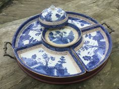 Blue Willow China, Blue And White China, Blue Chinaware, Blue And White Dinnerware, Blue White Kitchens, Blue Dishes, White Kitchen Decor, Willow Pattern, Pottery Plates