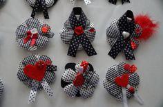 broches, spelden, zwart wit rood, bloemen, craft, zelfmaken, watdoetvanessanu, zoet geluk, d.i.y.