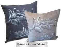 Karyne Viger Patrons et pi�ces de bois pour peinture décorative Pillow Talk, Fabric Painting, Pillow Design, Design Art, Cushions, Throw Pillows, Couture, Flower, Painting On Fabric