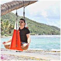 fly flying yoga Formation Yoga, Le Pilates, Porto Rico, Photos Originales, Outdoor Furniture, Outdoor Decor, Hammock, France, Aerial Yoga