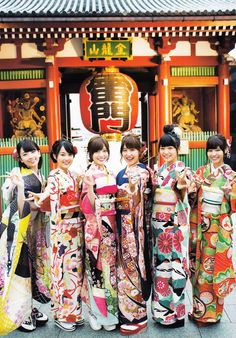 Another reason why I love Japan, what a beautiful shot! Beautiful Japanese Girl, Japanese Beauty, Beautiful Women, Japanese Style, Japanese Outfits, Japanese Fashion, Japan Holidays, Kabuki Costume, Chinese