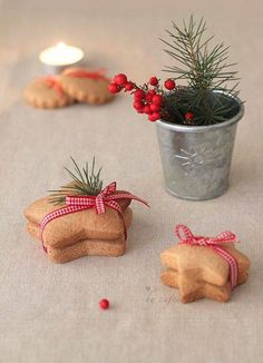 Just tie red and white checkered ribbons around a pile of cookies - done! _Simple life