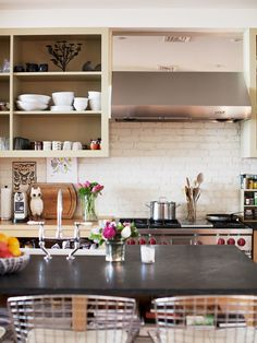 great bar stools, range, open shelves & fresh flowers.