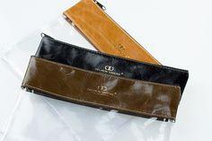 Handgepäck Kosmetiktasche Hochwertige Reißverschlusstasche für Ihre Kosmetikartikel. Stabiles PVC mit Besatz aus echtem Leder. Angepasst an die Bestimmungen für Flüssigkeiten bei Flügen in der EU. H A N D M A D E   I N   G E R M A N Y