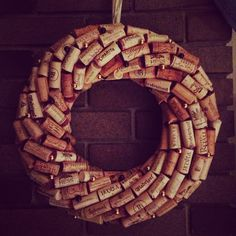 I wanna know how they made it so symmetrical without making themselves crazy! Wine Craft, Wine Cork Crafts, Bottle Cap Crafts, Wine Cork Wreath, Wine Cork Art, Wine Corks, Couronne Diy, Wine Cork Projects, Wine Decor
