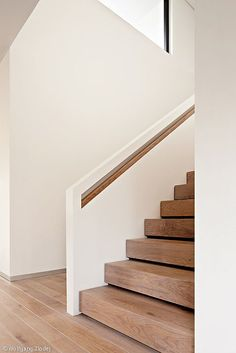 An Morgen gedacht - Hamburg: CUBE Magazin Best Picture For Stairs painted For Your Taste You are looking for something, and it is going to tell you exactly what you are looking for, and you didn't fin Staircase Handrail, Modern Staircase, Stair Railing, Staircase Design, Painted Stairs, Wood Stairs, House Stairs, Stairs Architecture, Interior Architecture