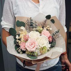 꽃다발도! 시들지않는 생화로!!☺️ 수강생님 작품~ _ 블로그에도 놀러오세요  #엘라의프리저브드플라워  _ _  #preservedflower #flower #florist #flowergram #flowerkorea #프렌치 #프렌치스타일 #フレンチ #french #프리저브드플라워 #꽃스타그램 #플로리스트 #プリザーブドフラワー #시들지않는꽃 #시들지않는생화 #花 #バードケージ #프리저브드 #꽃스타그램 #花束 #핸드타이드 #handtied #꽃다발