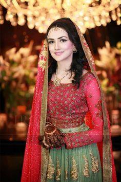 Pakistani mehndi bride Bridal Mehndi Dresses, Pakistani Bridal Wear, Pakistani Outfits, Bridal Lehenga, Indian Bridal, Pakistani Mehndi, Wedding Dresses, Dulhan Dress, Muslim Women Fashion