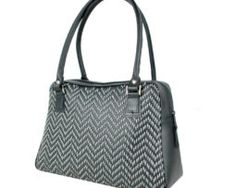 Ručne vyšívaná kabelka z pravej kože v čiernej farbe - šedé vyšívanie vyšívanie (2) Bags, Fashion, Handbags, Moda, Fashion Styles, Fashion Illustrations, Bag, Totes, Hand Bags