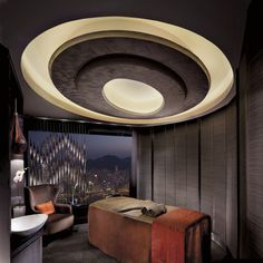 The Ritz-Carlton Spa by ESPA offers a one-of-a-kind experience for being the highest hotel spa in the world. ESPA has exclusively crea. Spa Luxe, Luxury Spa, Spa Design, Pool Spa, Deco Spa, Spa Treatment Room, Spa Day At Home, Spa Rooms, Massage Room
