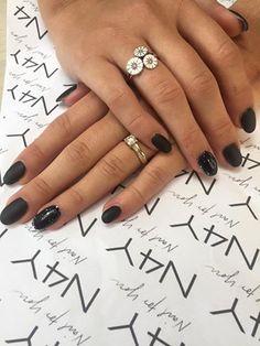 Line har lavet flotte gele negle på en kunde efter hendes 4 dages negletekniker uddannelse