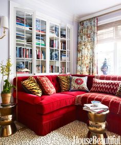 Red Couch Living Room, Living Room Decor, Living Rooms, False Ceiling Design, Beautiful Interiors, Beautiful Homes, House Beautiful, Decoration Gris, Home Modern