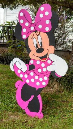 Birthday Decorations For Girls Pink Minnie Mouse 28 New Ideas Minnie Mouse Birthday Decorations, Minnie Mouse Theme Party, Minnie Mouse Pink, Minnie Birthday, Mickey Party, Birthday Parties, Christmas Yard Art, Christmas Yard Decorations, Christmas Wood