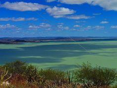 Vale do são Francisco, Lago do Sobradinho, Bahia, Brasil. A beleza e a força do Nordeste e do semi árido baiano. foto: lago do sobradinho. Passeio com o Vapor do Vinho
