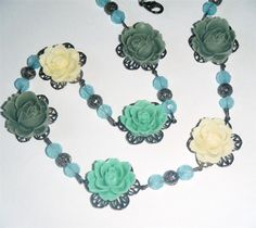 """Soft cream, grey & green flower vintage style bead necklace. Resin flowers & glass beads. 22.1/2"""" long (57cm)"""