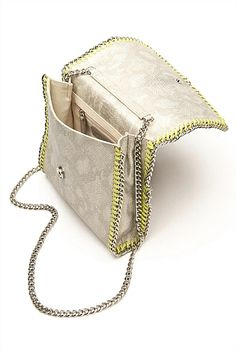 Accessories | Women's fashion styles | Witchery Online - Phillipa Crossbody Bag #witcherywishlist