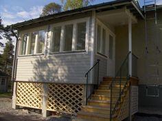 kunnostettu rintamamiestalo - Google-haku Porch, Sweet Home, Windows, Colors, Google, Outdoor Decor, Home Decor, Balcony, Decoration Home
