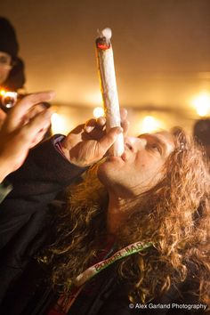 1 Ounce Joints Lit in Seattle, Celebrating Washington's 1-Year Legalization Anniversary ~~~UL