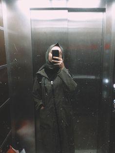 Hijabi Girl, Girl Hijab, Hijab Outfit, Film Photography Tips, Photography Women, Girl Photo Poses, Girl Photos, Wallpaper Tumblr Lockscreen, Hijab Fashionista