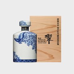 This Hibiki 35 year old Arita Kutani 2017 ceramic decanter bottle is a must-have for all whisky aficionados and Hibiki lovers out there! Fireball Drinks, Bourbon Drinks, Whiskey Cocktails, Japanese Whisky, Japanese Sake, Malt Whisky, Scotch Whisky, Suntory Whisky, Blended Whisky