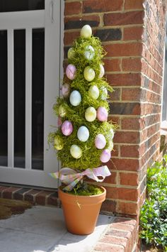 Indoor/ outdoor Easter decor Easter Tree Decorations, Easter Wreaths, Christmas Wreaths, Easter Festival, Spring Home Decor, Easter Baskets, Easter Crafts, Eggs, Deco