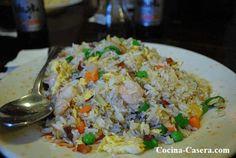 Receta para hacer Arroz chino tres delicias Todo conocemos algún que otro plato de comida china, pero hay uno que sobresale entre todos. Y ese es el arroz
