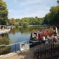 Enjoya sunny day with these pubs, cafés and restaurants by London's canals. Although the Thames has its fair share or waterside dining spots, there are lots of other pretty places to eat and…