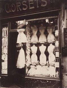 France. Bulevar de Strasbourg, París, 1912 // Eugène Atget