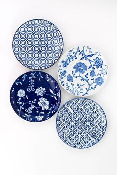 Delphine Side Plates Set of 4 hand painted blue and white side plates in various designs. Home Decor Signs, Home Decor Styles, Home Decor Accessories, Decorative Accessories, Diy Home Decor, Hand Painted Plates, Plates On Wall, Chinoiserie, White Side Plates