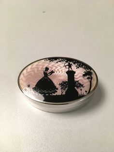 Gustav Gaudernack design for own workshop. Guilloché silver pillbox with translucent enamel and romantic silhouette scene. 1910-1914