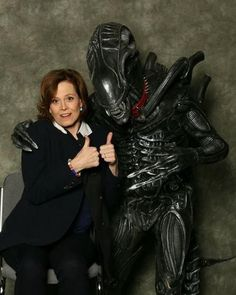 Sigourney Weaver Moves On, Makes Friends With A Xenomorph... awesome…