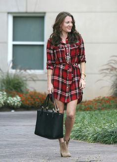 This red and black plaid shirt dress is perfect for a day of tailgating this fall. Black Plaid Shirt, Red And Black Plaid, Plaid Shirts, Fashion Sites, Fashion 2017, Fashion Outfits, Fall Winter Outfits, Winter Dresses, How To Wear Shirt