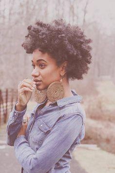 Vous avez de magnifiques cheveux afro , crépus, bouclés ... et malheureusement vous ne savez pas comment les coiffer ? Vous n'arrivez pas à trouver d'idées de coiffures à la fois simples et girly ? Voilà une petite sélection pour vous inspirer !