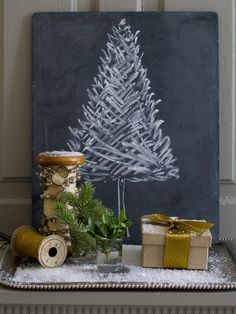 15 creative ideas of Christmas crafts on the chalkboard Informations About 15 kreative Tafel Weihnachten Handwerk Ideen Pin You. Alternative Christmas Tree, Diy Christmas Tree, Christmas Love, Rustic Christmas, Winter Christmas, Christmas Decorations, Christmas Vignette, Beautiful Christmas, Holiday Decorating