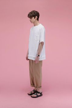 Korean clothing retail LIFUL have dropped a boxy, oversized collection for Spring/summer Korean Brands, Look Man, Moda Vintage, Fashion Outfits, Mens Fashion, Korean Outfits, Look Cool, Minimalist Fashion, Style Guides