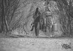 journey reise fernweh koffer gepäck gitarre musik lachen laughing best friends…
