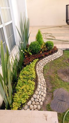 70 magical side yard and backyard gravel garden design ideas beautiful front yard rock garden landscaping ideas Gravel Garden, Lawn And Garden, Garden Beds, Front Garden Landscape, Front House Garden Ideas, Front Yard Ideas, Garden Path, Summer Garden, Landscape Rocks