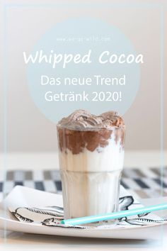 Whipped Cocoa Recipe - This is what sweet tooth loves! - WE GO WILD - Ever heard of Whipped Cocoa? The drink recipe is the trend of the year. You will love Dalgona Cocoa - Starbucks Strawberry, Healthy Starbucks, Starbucks Drinks, Smoothie Fruit, Smoothie Recipes, Rainbow Drinks, Freezer Smoothie Packs, Cocoa Recipes, Pink Drinks