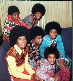 "5 with little brother Randy backstage in London, -The Jackson 5 with little brother Randy backstage in London, - 1972 - Eric Skipsey Photoshoot 2 The Jackson 5 Funky Photo Gallery 7 ""Let It Snow"" Tirriti Cleo's (tirrriti) 1971 Album Latoya & Jermaine Jackie Jackson, Young Michael Jackson, Tito Jackson, The Jackson Five, Jackson Family, Jermaine Jackson, Gta San Andreas, The Jacksons, Motown"