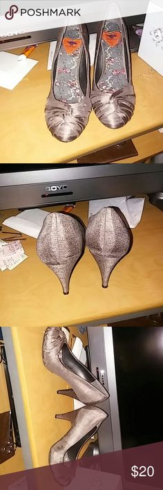 Rocket dog Heels Great condition Gray heels Shoes Heels