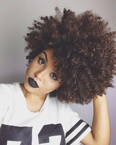 17 Gorgeous Women Wearing Black and Other Dark-Colored Lipstick: #7. And no one wants to look original.